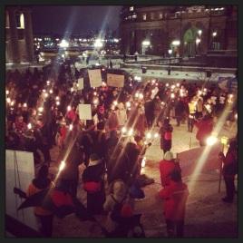 Demo mot mäns våld mot kvinnor #vadhållerdupåmed