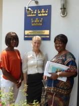 Sandra, Tove och Annie på Sveriges ambassad i Kinshasa.