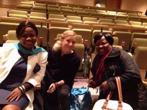 Sylvie Jacqueline Ndongmo, ordförande IKFF Kamerun, Tove Ivergård, internationell handläggare IKFF Sverige, Annie Matundu Mbambi, ordförande IKFF DR Kongo, i väntan på den öppna debatten i säkerhetsrådet om kvinnor, fred och säkerhet.
